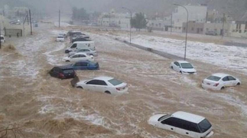 بالفيديو | أمطار رعدية شديدة الغزارة في مكة المكرمة والسيول تداهم الطرق وتحاصر المركبات