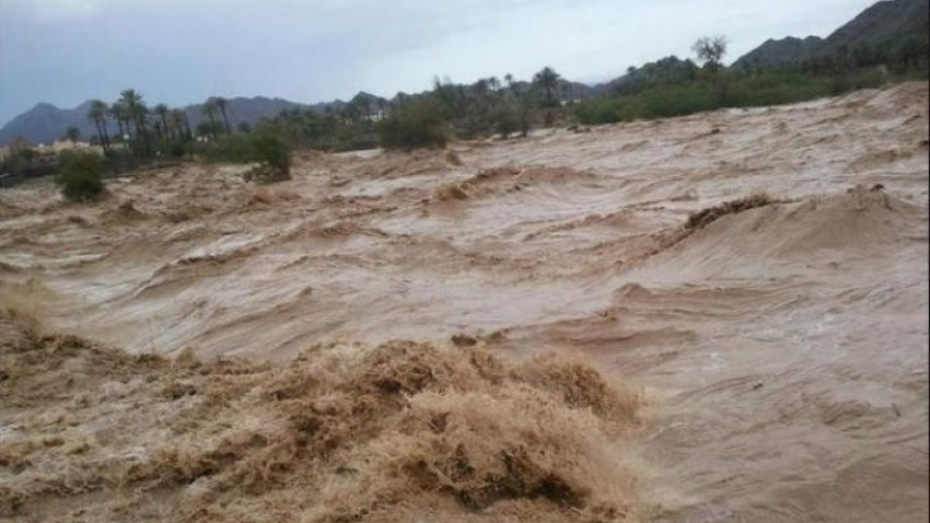 Video | A severe rainstorm runs through the valleys of Jizan, and torrents raid roads and homes.. God bless