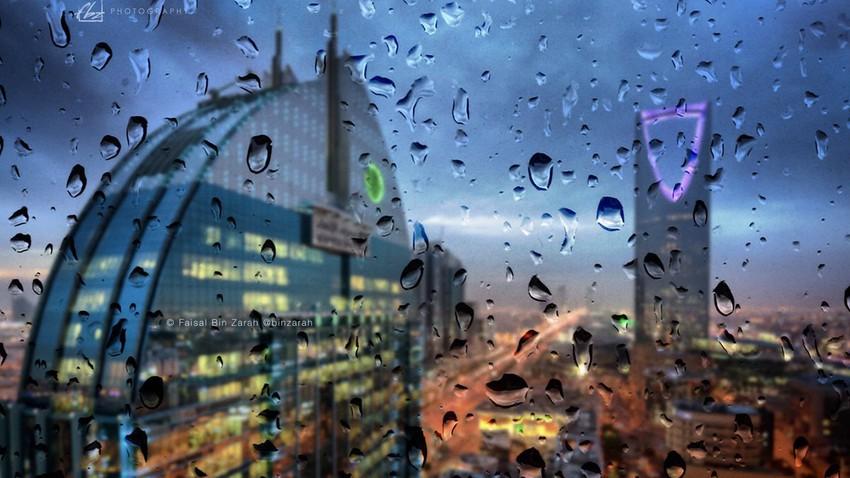 بالفيديو | الأمطار تتساقط على الرياض قبل قليل! .. ومُغردون يرصدون الحدث