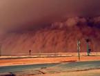 بالفيديو | موجة غبارية كثيفة تجتاح الرياض والرؤية الأفقية تنخفض لـ 600 متر!
