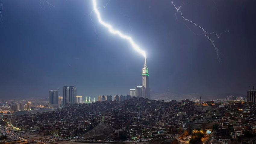 بالفيديو | مشاهد تخطف الأبصار لصواعق برج الساعة في مكة المكرمة مساء الخميس