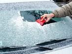 نصائح لإزالة الصقيع بسرعة عن الزجاج الأمامي للسيارة