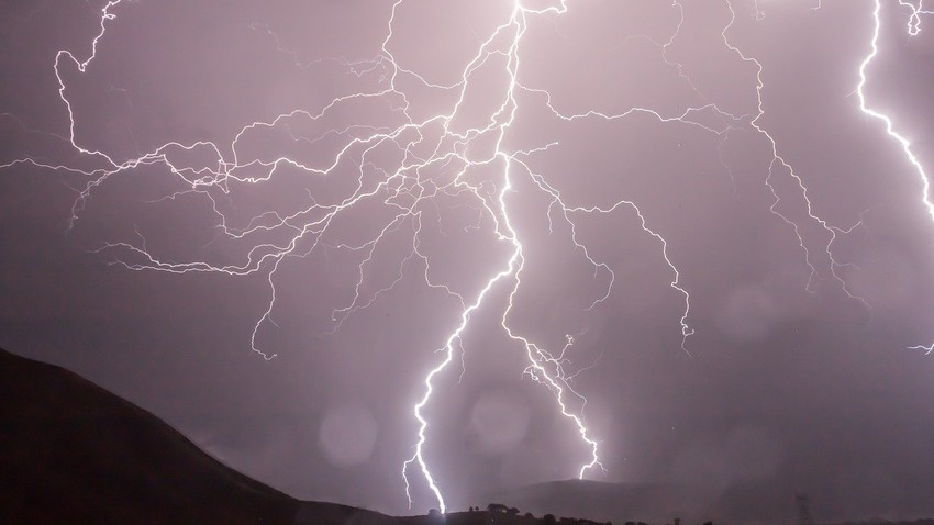 حائل والقصيم | النشاط الرعدي يتجدد اليوم الاثنين والأمطار واردة