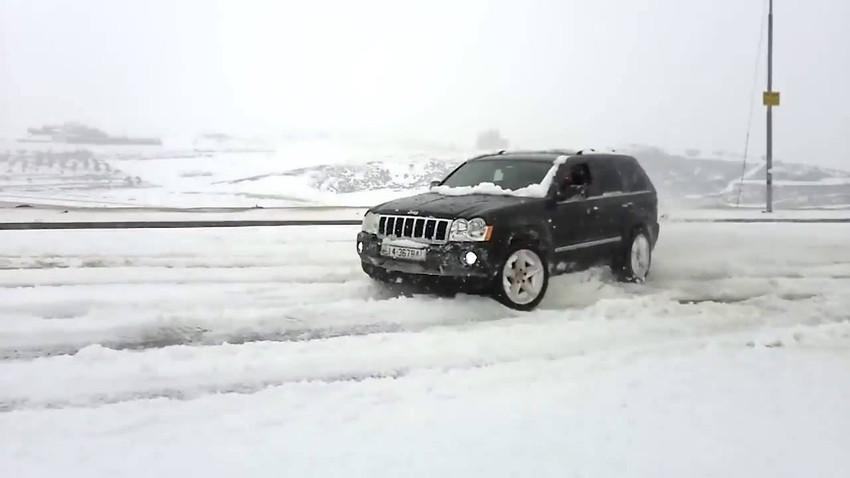 حجز 14 مركبة وتسجيل 35 مخالفة غيابية لمركبات قام سائقوها بارتكاب مخالفات التشحيط اثناء تساقط الثلوج