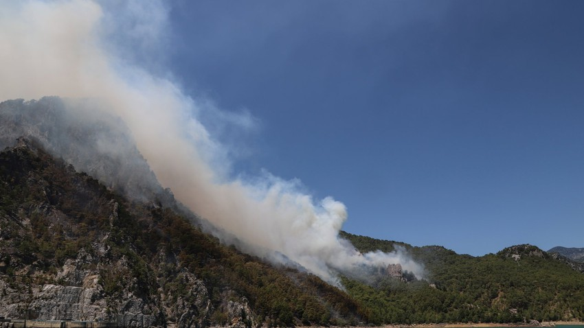 A huge mass of smoke from fires burning in Turkish lands appears in the sky of some regions of the Kingdom