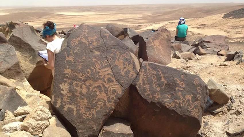 آلاف النقوش القديمة تكشف أن الصحراء السوداء الأردنية كانت تعج بالحياة.. فكيف كانت الحياة هناك؟!