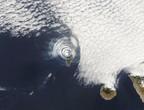 بركان جزيرة لا بالما يتسبب بظهور تشكيلات غريبة من السحب.. هل كان له تأثير على الطقس والمناخ؟