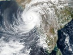 India, afflicted by the Corona crisis, is exposed to the strongest hurricane to hit the western coast of the country