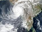 الهند المنكوبة بأزمة كورونا تتعرض لإعصار يضرب بقوة الساحل الغربي للبلاد