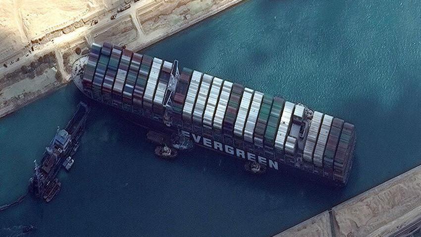 آخر مستجدات قضية احتجاز السفينة إيفر جيفن في قناة السويس
