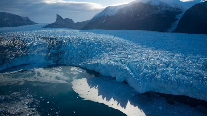 أمطار غزيرة تهطل لأول مرة على قمة الغطاء الجليدي في جرينلاد.. ما دلالة ذلك؟!