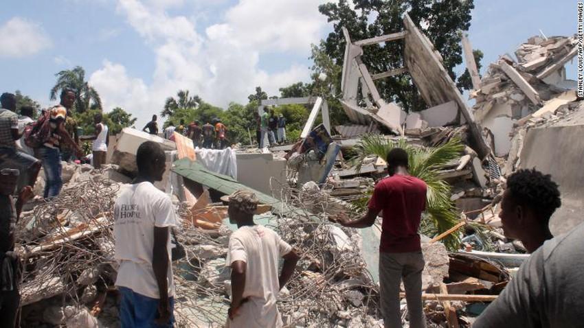 Le nombre de morts du tremblement de terre dévastateur en Haïti a dépassé 1 297... et une tempête arrive qui menace le pire