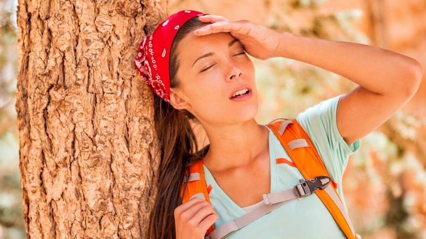 ما الفرق بين الإجهاد الحراري وضربة الشمس: ما هي العلامات التحذيرية وكيف يجب أن تتصرف؟