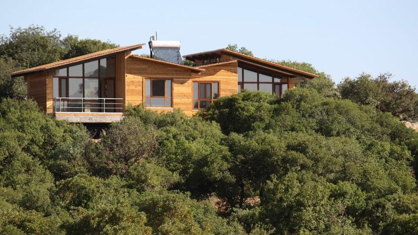 الأكواخ الخشبية.. تجربة مميزة للمبيت في أحضان الطبيعة