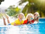 10 idées de jeux aquatiques amusants pour les enfants dans la piscine