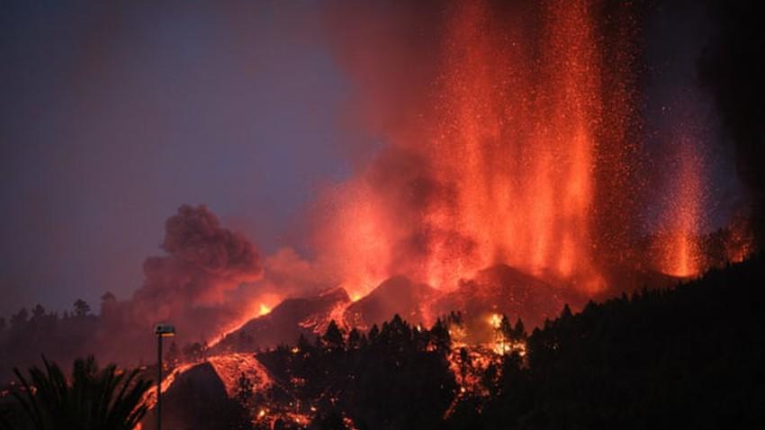 Volcano on the Spanish island of La Palma returns to activity