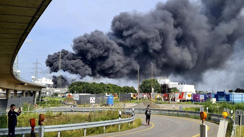 انفجار خطير يهز مدينة ليفركوزن الألمانية .. شاهد اللحظات الأولى للإنفجار