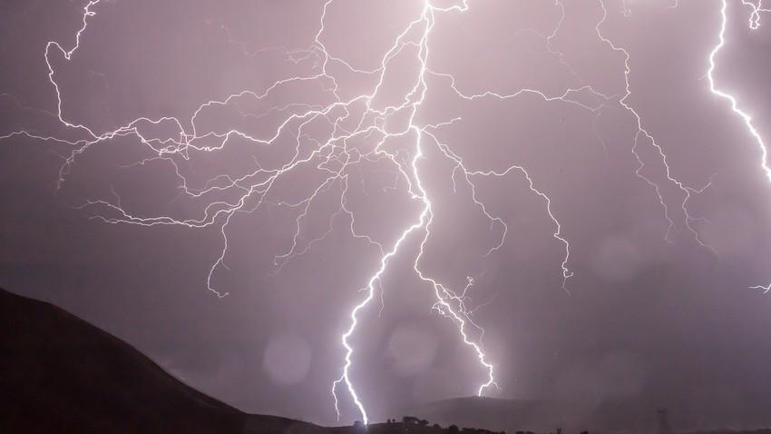 هام | مؤشرات أولية على موجة أمطار صيفية تضرب جنوب غرب السعودية في أغسطس