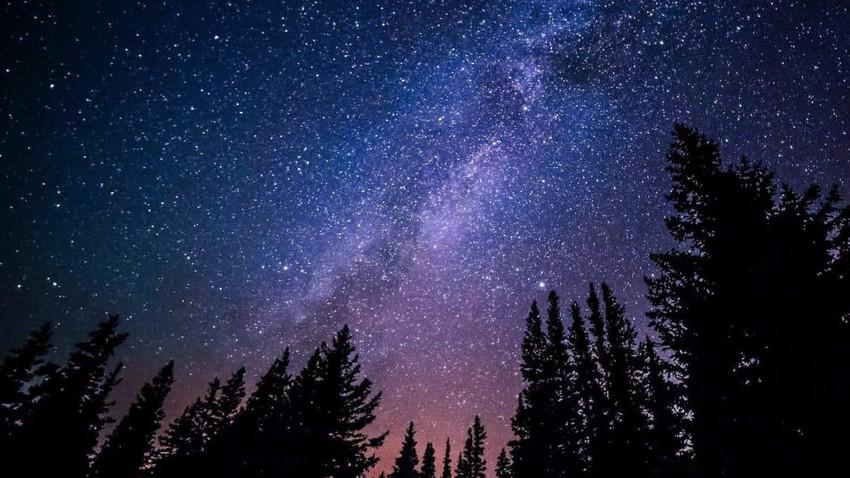 لماذا يبدو الفضاء الخارجي معتما على الرغم من وجود الشمس والنجوم الساطعة