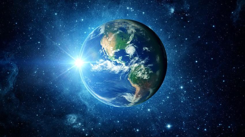 كيف بدأت الأرض بالدوران؟ وكيف استمرت بالدوران منذ مليارات السنين؟