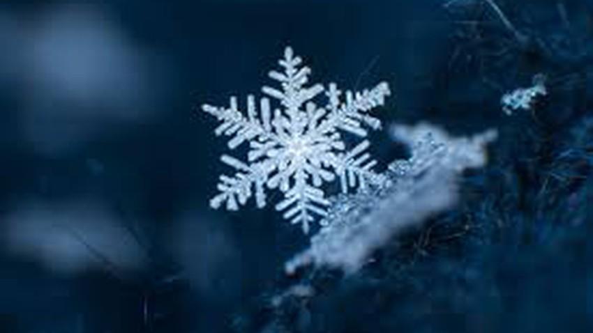 البلورات الثلجية Snowflakes وأشكالها المذهلة طقس العرب طقس العرب