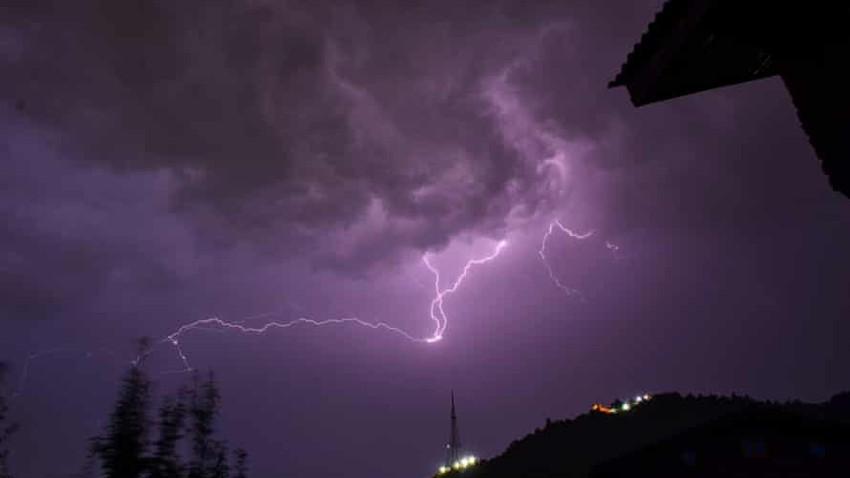 وفاة 65 شخصًا على الأقل شمال الهند بسبب البرق..بعضهم كان يلتقط صور سيلفي