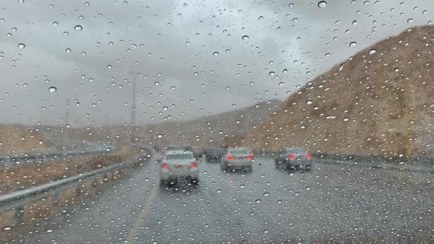 بالفيديو - عُمان   لحظة تأثير العاصفة المطرية القوية وما صاحبها من أمطار غزيرة وسيول على ولاية دماء والطائيين