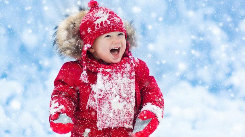 كيف تعمل الملابس الشتوية على تدفئتنا؟ وهل الأفضل ارتداء عدة طبقات من الملابس الرقيقة أم ارتداء طبقة واحدة سميكة؟
