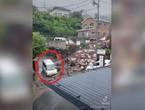 بالفيديو   9 ثواني فصلت بينه وبين الموت .. شاهد لحظة نجاة سائق ياباني من انهيار أرضي طيني جارف باللحظة الأخيرة