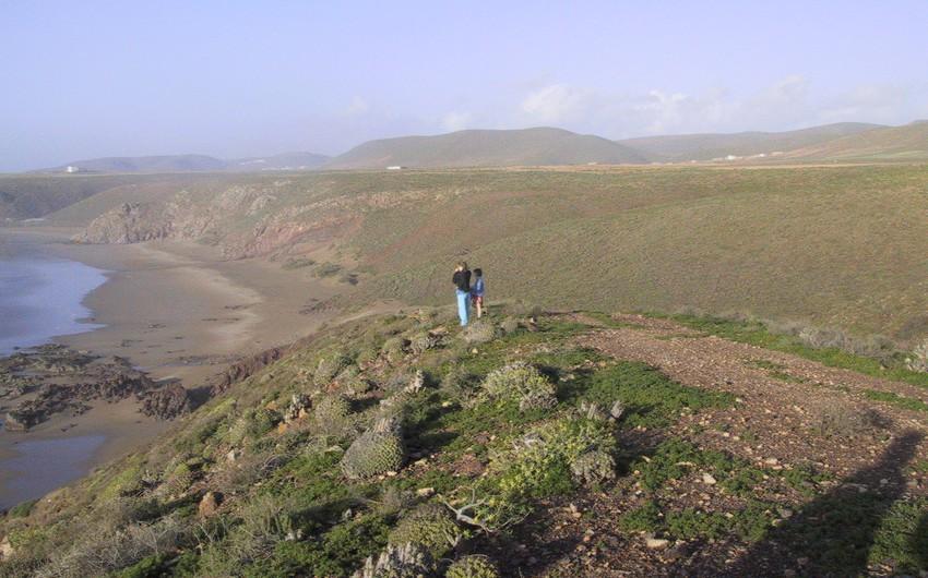 المغرب: تقع في أقصى شمال أفريقيا، ويتوجه لها السياح من كل دول العالم.