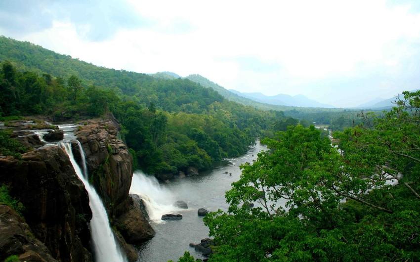 الهند: من دول جنوب آسيا، ثاني أكبر دول العالم من حيث عدد السكان، والسابعه من حيث المساحة.