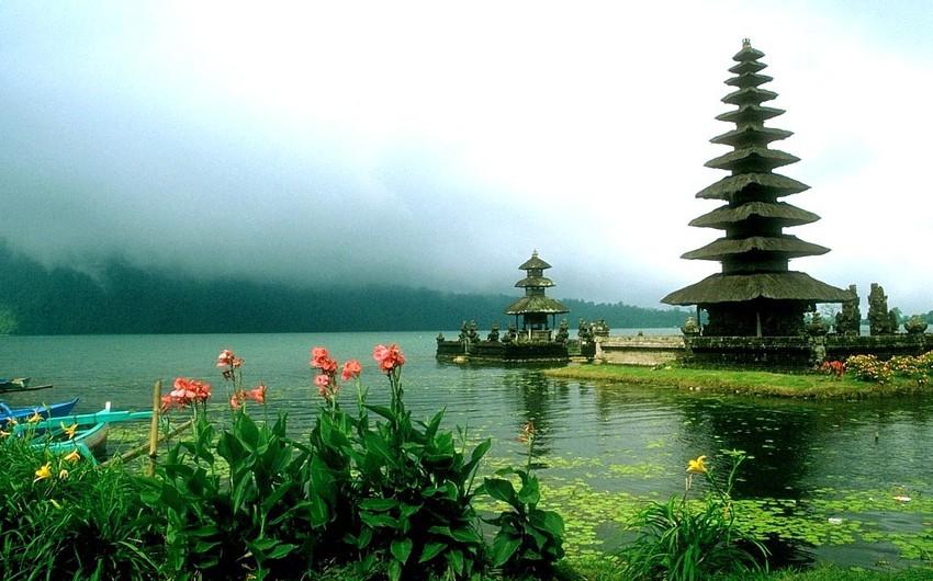 إندونيسيا: تتكون من 17508جزر، تقع في جنوب شرق آسيا،