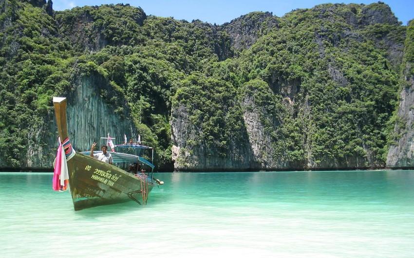 ماليزيا: تتكون من 13 ولاية و3 أقاليم، تقع جنوب شرق آسيا.