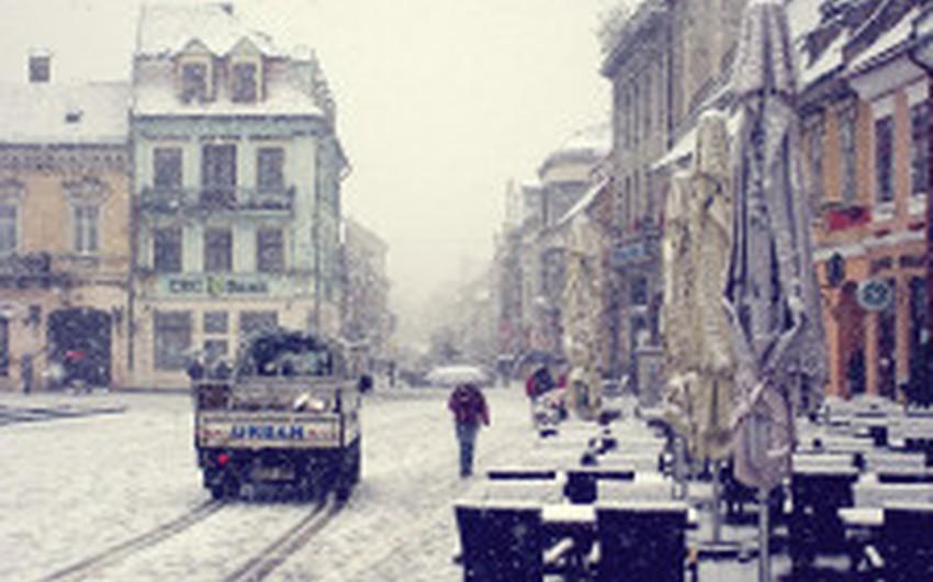 أدت الثلوج إلى تعطيل رحلات القطار في عدد من مناطق وسط البلاد
