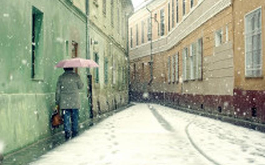 تراكم ما يُقارب 40 سنتيمتراً من الثلوج في أجزاء من مقاطعات براشوف و براهوفا و سيبيو و فرانشيا و هارغيتا