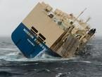 إنقلاب سفينة بسبب العواصف في المحيط الأطلسي