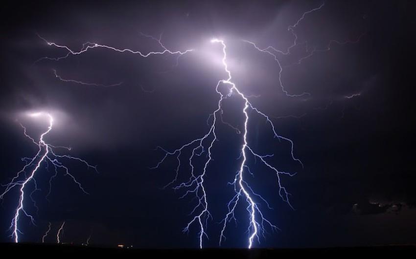 تحدث على الأرجح نتيجة الرياح الشديدة التي تهب على المنطقة من جبال الأنديز