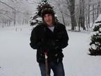 أسهل طريقة لإزالة الثلج المتراكم من أمام المنزل