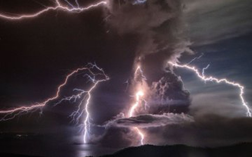 In pictures Tale volcano erupts in the Philippines and the phenomenon of volcanic lightning manifests and dazzles the population