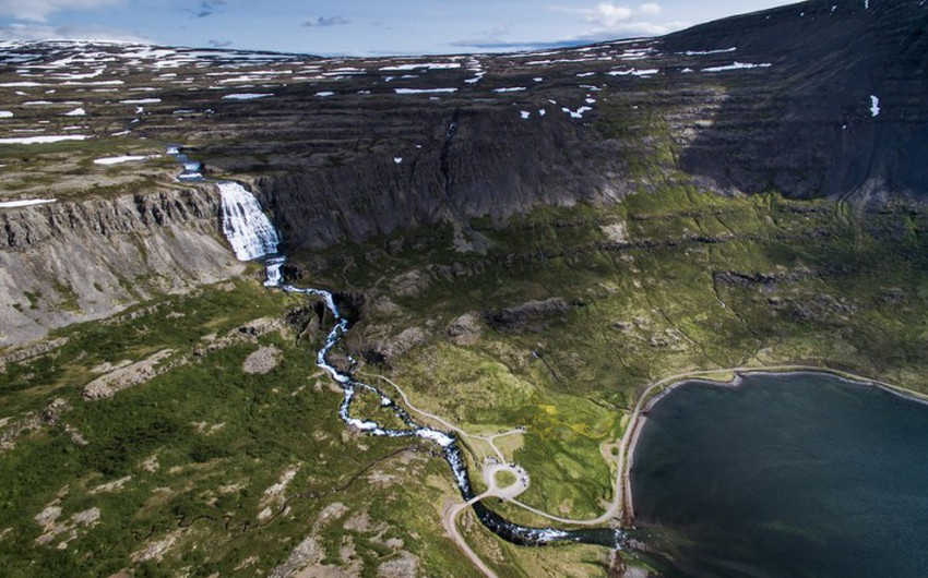 30 صورة رائعة و 10 شلالات مدهشة في آيسلندا