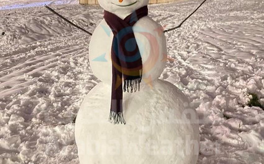 بالصور    هكذا عبر بعض الاشخاص عن فرحتهم بالثلوج بصنع رجل الثلج (Snowman)