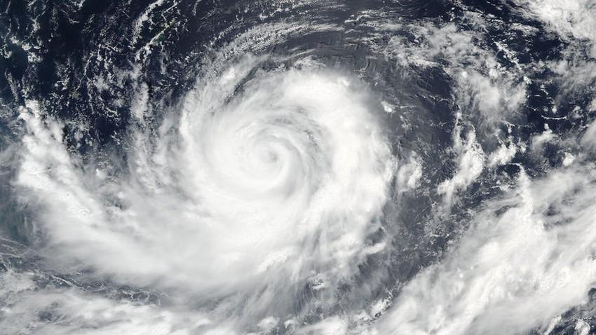 تراجع شدة الإعصار المداري لورينزو إلى إعصار من الدرجة الثانية وإعصار ميتاج يؤثر على سواحل تايوان
