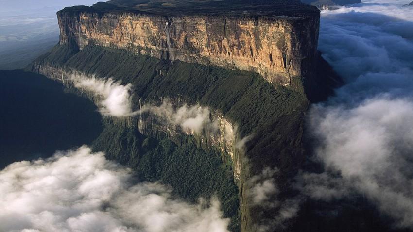 جبل رواريما في فنزويلا.. ببساطة هو جبل غير عادي