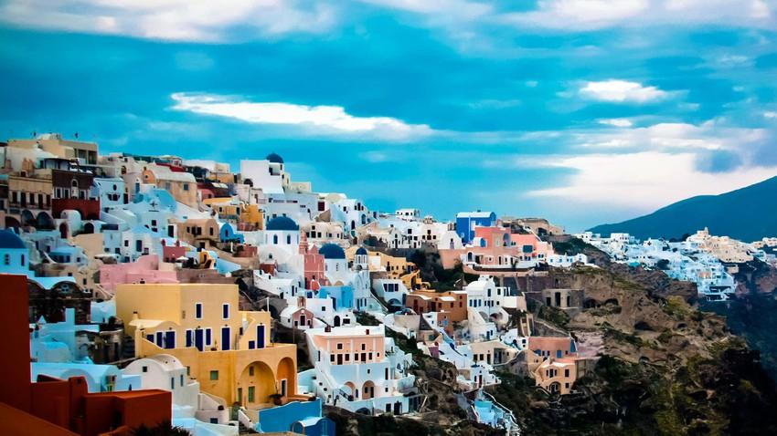 جزيرة الرومانسية المثالية.. سانتوريني اليونانية
