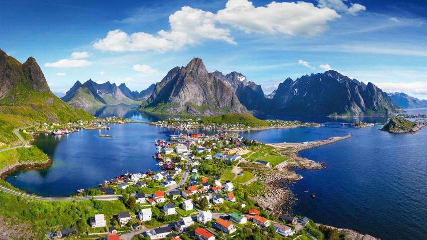 جزيرة لوفوتين في النرويج.. جمالٌ يأسر العقول