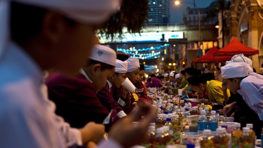 رمضان في ماليزيا .. ثقافات وأعراق تتوحد احتفالاً بالشهر الفضيل