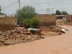 وفاة العشرات وانهيار الآف المنازل في فيضانات الخرطوم