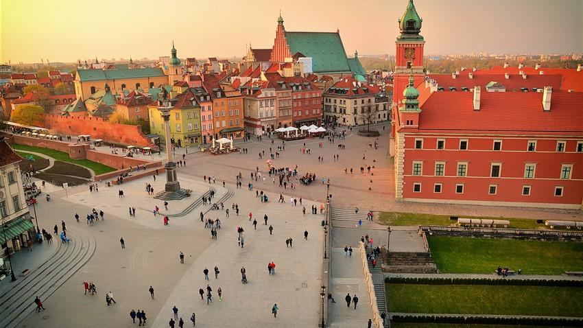 السياحة في وارسو.. عملاقة ما بعد الحرب العالمية الثانية