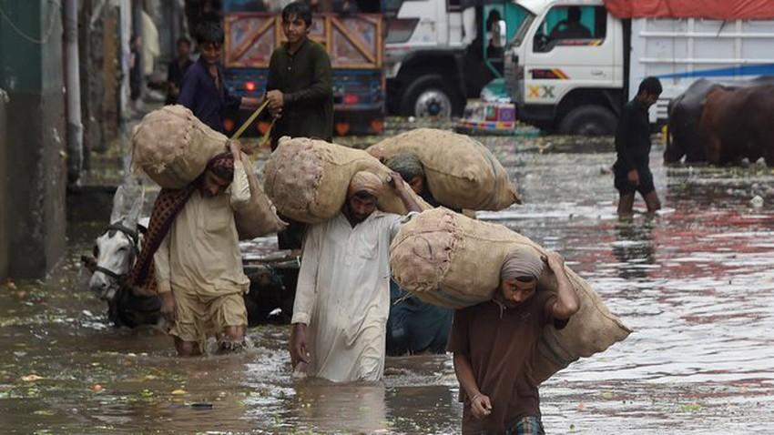 وفاة 33 شخصاً إثر الأمطار الغزيرة والفيضانات في باكستان