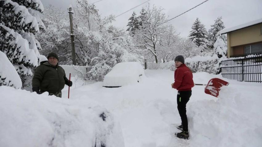 عاصفة ثلجية قوية تضرب رومانيا وبلغاريا وتغلق الموانيء والطرق